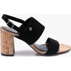CheBello - Sandały. Czarne sandały damskie na słupku marki CheBello, z materiału. W wyprzedaży za 179,90 zł.