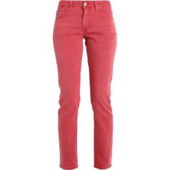 Mustang SISSY SLIM Jeansy Slim Fit tea rose. Niebieskie jeansy damskie marki Mustang, z aplikacjami, z bawełny. Za 299,00 zł.
