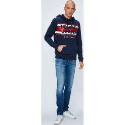Tommy Jeans - Jeansy. Niebieskie jeansy męskie slim marki Tommy Jeans. W wyprzedaży za 319,90 zł.