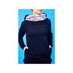 Bluza z kominem i kapturem magnolie. Czarne bluzy z kieszeniami damskie Awu, s, z haftami, z dzianiny. Za 219,00 zł.