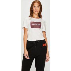 Calvin Klein Jeans - Top. Szare topy damskie Calvin Klein Jeans, l, z nadrukiem, z bawełny, z okrągłym kołnierzem. Za 159,90 zł.