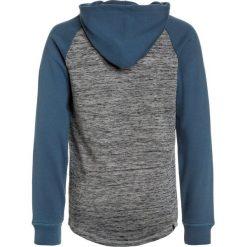 Quiksilver Bluza z kapturem real teal. Szare bluzy chłopięce rozpinane marki Quiksilver, krótkie. W wyprzedaży za 170,10 zł.
