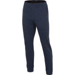 Spodnie dresowe męskie SPMD001 - granatowy melanż. Niebieskie joggery męskie 4f, na lato, melanż, z bawełny. Za 99,99 zł.