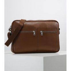 Pier One Torba na ramię brown. Brązowe torby na ramię męskie marki Pier One, na ramię, małe. Za 379,00 zł.