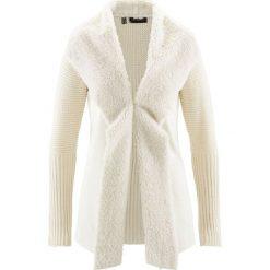 Sweter rozpinany ze sztucznym futerkiem bonprix kremowy. Brązowe kardigany damskie marki bonprix, z haftami. Za 109,99 zł.