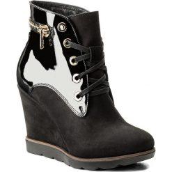 Botki KAZAR - Appia 30586-25-00 Czarny. Czarne buty zimowe damskie Kazar, z lakierowanej skóry, na wysokim obcasie, na koturnie, na zamek. W wyprzedaży za 409,00 zł.