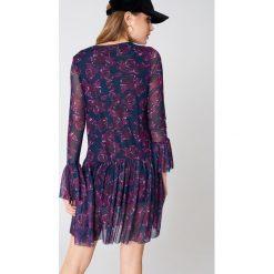 NA-KD Siateczkowa sukienka z okrągłym dekoltem - Purple,Multicolor. Fioletowe sukienki mini NA-KD, z meshu, z okrągłym kołnierzem, proste. Za 121,95 zł.