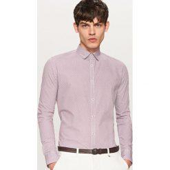 Koszula z podwijanymi rękawami slim fit - Bordowy. Czerwone koszule męskie slim marki Cropp, l. W wyprzedaży za 59,99 zł.