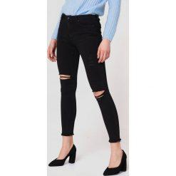 Spodnie z wysokim stanem: Trendyol Jeansy z rozdarciami - Black