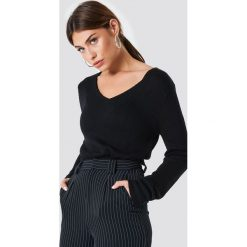 Rut&Circle Sweter dzianinowy z dekoltem V Ninni - Black. Czarne swetry klasyczne damskie Rut&Circle, z dzianiny. Za 80,95 zł.