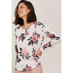 Swetry klasyczne damskie: Cienki sweter w kwiaty – Biały