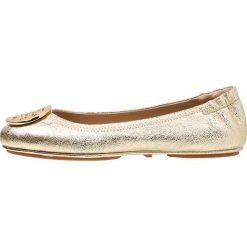 Tory Burch MINNIE TRAVEL Baleriny spark gold. Żółte baleriny damskie lakierowane Tory Burch, z materiału. Za 989,00 zł.