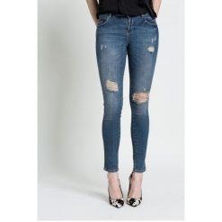 Guess Jeans - Jeansy. Niebieskie jeansy damskie marki Guess Jeans, z aplikacjami, z bawełny. W wyprzedaży za 269,90 zł.