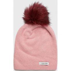 Calvin Klein - Czapka. Różowe czapki damskie Calvin Klein, na zimę, z dzianiny. Za 179,90 zł.