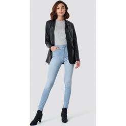 NA-KD Jeansy Skinny Mid Waist - Blue. Niebieskie spodnie z wysokim stanem NA-KD, z jeansu. Za 141,95 zł.