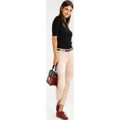 Mavi AURA Jeans Skinny Fit rose sweat twill. Czerwone rurki damskie Mavi. Za 309,00 zł.