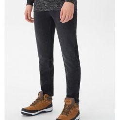 Ocieplane jeansy slim fit - Czarny. Czarne jeansy męskie regular House. Za 139,99 zł.