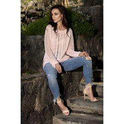 Swetry klasyczne damskie: Modny ażurowy sweter pudrowy róż