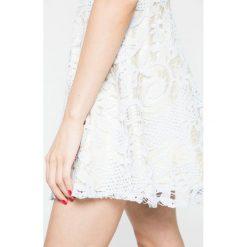 Missguided - Sukienka. Szare sukienki koronkowe marki Missguided, na co dzień, casualowe, mini, rozkloszowane. W wyprzedaży za 99,90 zł.