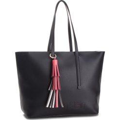 Torebka CALVIN KLEIN - Pop Shopper K60K604470  001. Czarne shopper bag damskie marki Calvin Klein, ze skóry ekologicznej. Za 699,00 zł.