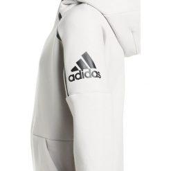 Adidas Performance Bluza rozpinana chapea/black. Białe bluzy chłopięce rozpinane marki adidas Performance, z bawełny. W wyprzedaży za 230,30 zł.