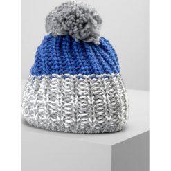 Eisbär FOCUS POMPON Czapka graumele/blitzblau. Niebieskie czapki męskie Eisbär, z materiału. W wyprzedaży za 183,20 zł.