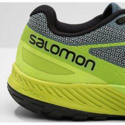 Salomon SENSE ESCAPE Obuwie do biegania Szlak stormy weather/acid lime/lime green. Szare buty do biegania męskie Salomon, z materiału. W wyprzedaży za 374,25 zł.