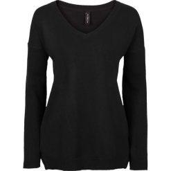 Sweter z dużym dekoltem w serek bonprix czarny. Czarne swetry klasyczne damskie bonprix, z dekoltem w serek. Za 59,99 zł.