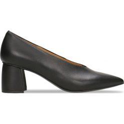 Czółenka AIKO. Czarne buty ślubne damskie Gino Rossi, ze skóry, na słupku. Za 249,95 zł.