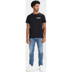 Calvin Klein Jeans TOREOS REGULAR FIT Tshirt z nadrukiem black. Czarne koszulki polo Calvin Klein Jeans, m, z nadrukiem, z bawełny. Za 249,00 zł.
