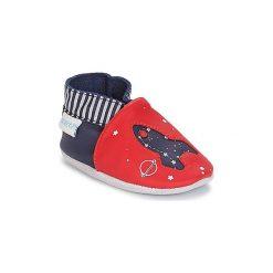 Kapcie niemowlęce Dziecko  Robeez  PLANET TRAVEL. Czerwone kapcie chłopięce marki Robeez. Za 149,00 zł.