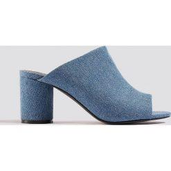 NA-KD Shoes Klapki mule z denimu - Blue. Niebieskie crocsy damskie marki NA-KD Shoes, z denimu. Za 121,95 zł.
