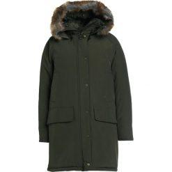 Płaszcze damskie pastelowe: Barbour EMMOTT Płaszcz zimowy oliv