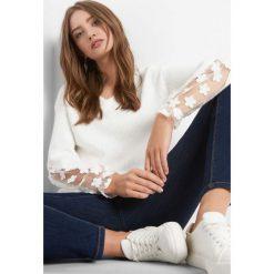 Sweter z ażurem na rękawach. Brązowe swetry klasyczne damskie marki Orsay, s, z dzianiny. Za 119,99 zł.