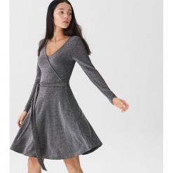 Kopertowa sukienka - Srebrny. Szare sukienki House, l, z kopertowym dekoltem, kopertowe. Za 89,99 zł.
