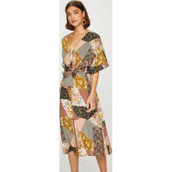 Answear - Sukienka. Brązowe sukienki na komunię ANSWEAR, na co dzień, l, z tkaniny, casualowe, midi, proste. W wyprzedaży za 149,90 zł.