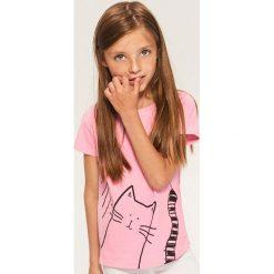 T-shirty damskie: T-shirt z kotem – Różowy