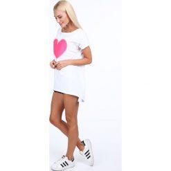 Tunika z fluo różowym sercem biała 39820. Białe tuniki damskie Fasardi. Za 59,00 zł.
