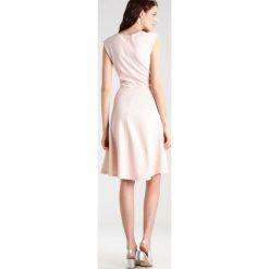 Sukienki hiszpanki: KIOMI Sukienka z dżerseju rose