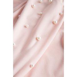 Sukienki dla puszystych: Dopasowana sukienka z kaskadami