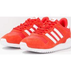 Adidas Originals ZX 700 Tenisówki i Trampki core red/white/energy. Szare tenisówki damskie marki adidas Originals, z gumy. W wyprzedaży za 272,35 zł.