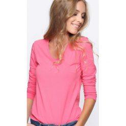 Różowa Bluzka Convenience. Czerwone bluzki asymetryczne Born2be, l, z długim rękawem. Za 24,99 zł.