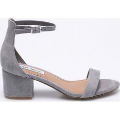 Steve Madden - Sandały. Szare sandały damskie na słupku marki Steve Madden, z materiału. W wyprzedaży za 249,90 zł.