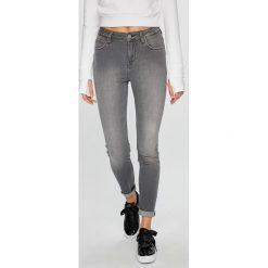 Lee - Jeansy Scarlett High. Szare jeansy damskie rurki Lee, z bawełny, z podwyższonym stanem. Za 329,90 zł.