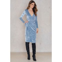 Sukienki: NA-KD Party Aksamitna kopertowa sukienka – Blue