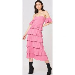 NA-KD Boho Sukienka z odkrytymi ramionami - Pink. Czerwone sukienki boho marki Mohito, l, z materiału, z falbankami. W wyprzedaży za 60,89 zł.