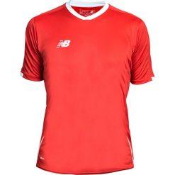 Koszulka treningowa - EMT6106HRD. Czerwone koszulki do piłki nożnej męskie marki New Balance, na jesień, m, z materiału. Za 89,99 zł.