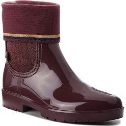 Kalosze TOMMY HILFIGER - Knitted Sock Rain Bo FW0FW03565  Decadent Chocolate 296. Czarne buty zimowe damskie marki TOMMY HILFIGER, z materiału, z okrągłym noskiem, na obcasie. W wyprzedaży za 359,00 zł.
