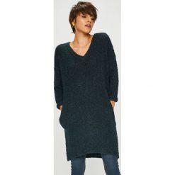 Medicine - Sweter Basic. Czarne swetry klasyczne damskie MEDICINE, l, z dzianiny, z okrągłym kołnierzem. W wyprzedaży za 95,90 zł.