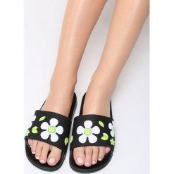 Czarno-Zielone Klapki Conker. Czarne crocsy damskie marki Born2be, z gumy, na platformie. Za 59,99 zł.